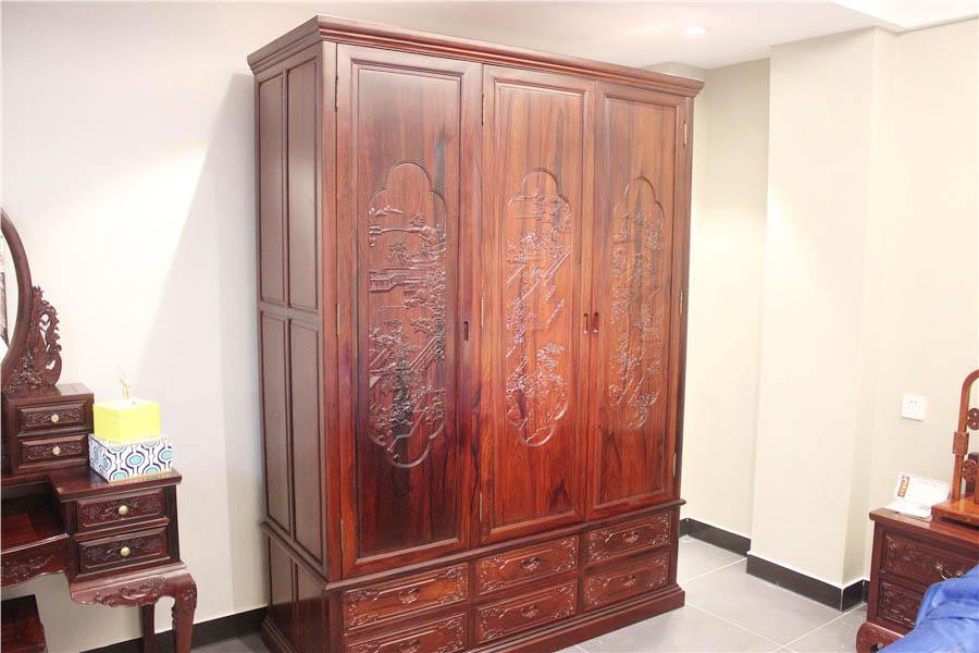 雕花大衣柜