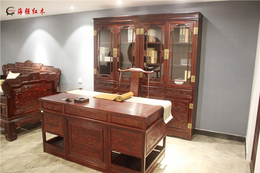 山水雕花书柜、书桌