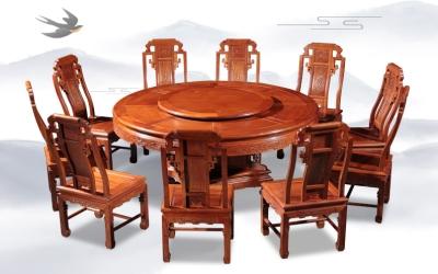 六合同春餐桌